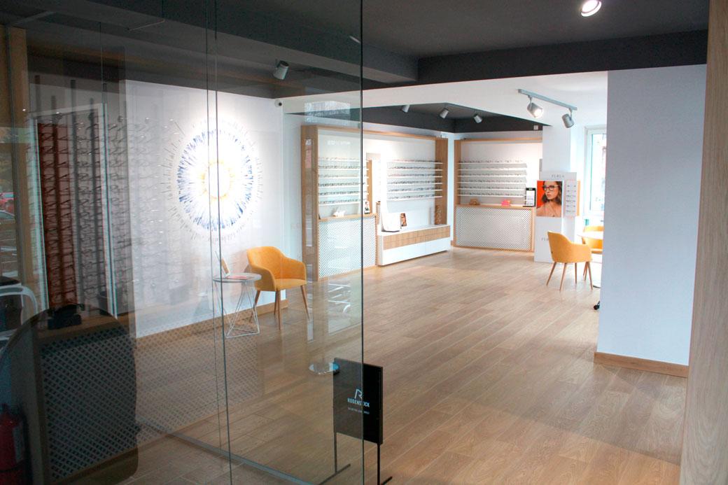 design-de-interior-comercial-pentru-optica-medicala