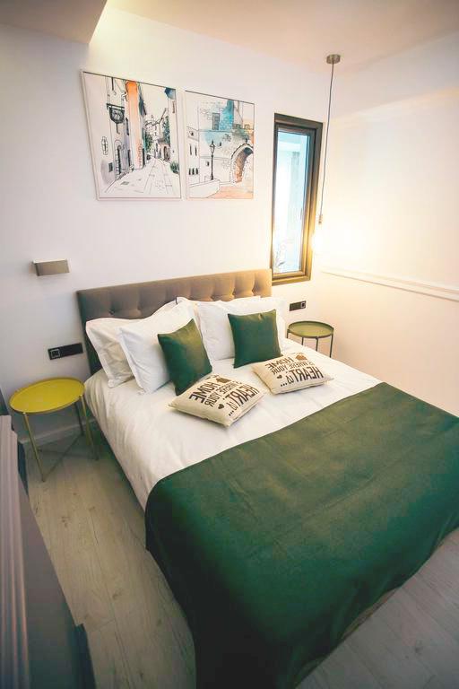 design-interior-apartament-cu-o-camera-dormitor-decoruri