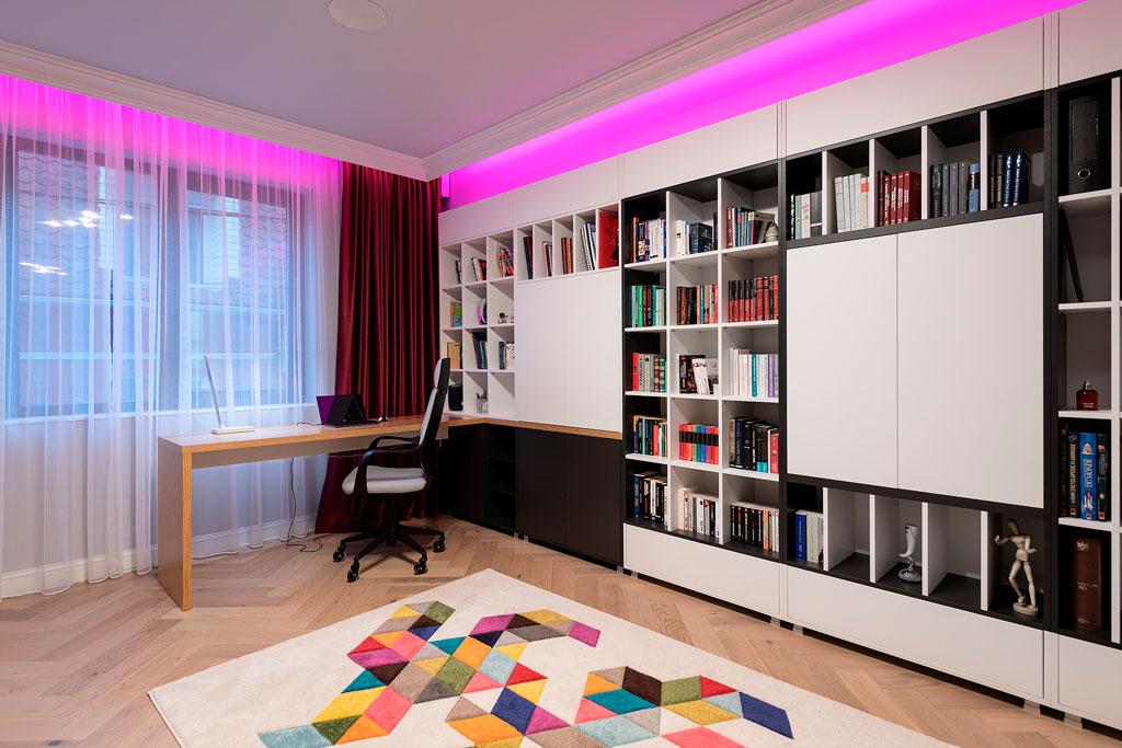 design interior dormitor si birou cu accente clasice